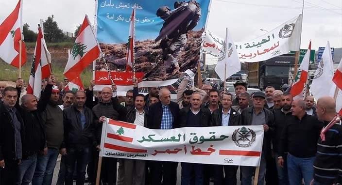 المتقاعدون العسكريون: الحكومة مدعوة للرحيل إذا لم تسترد أموال الشعب المنهوبة