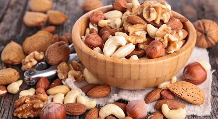 المكسرات تحميك من زيادة الوزن