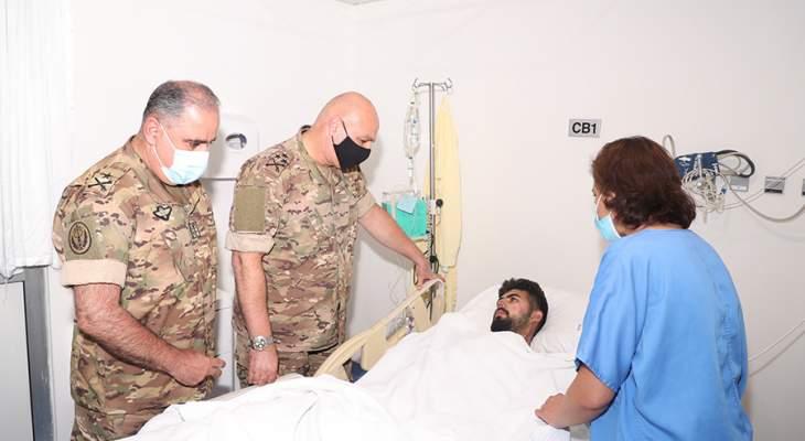 قائد الجيش تفقد جرحى انفجار التليل في المستشفى اللبناني الجعيتاوي