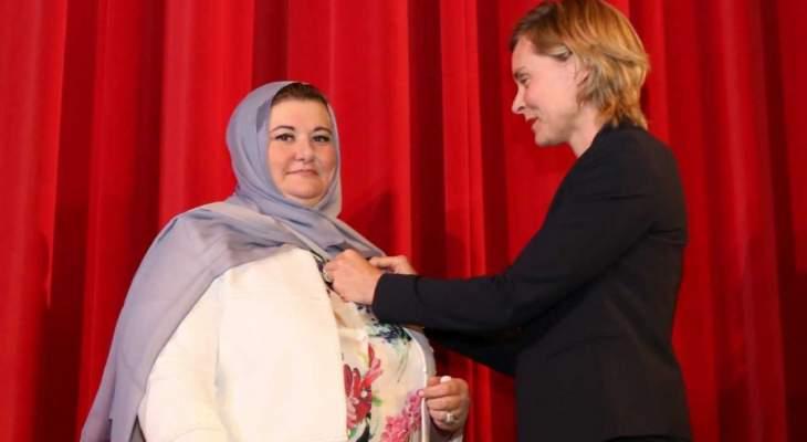 سفارة فرنسا تقلد رئيسة الجامعة الإسلامية وسام السعفة الأكاديمية من رتبة فارس