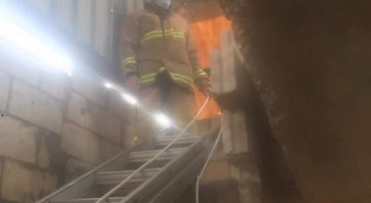 الدفاع المدني: انقاذ شخصين ببرج البراجنة بعد سقوط السلم المؤدي من الطابق الثالث للرابع