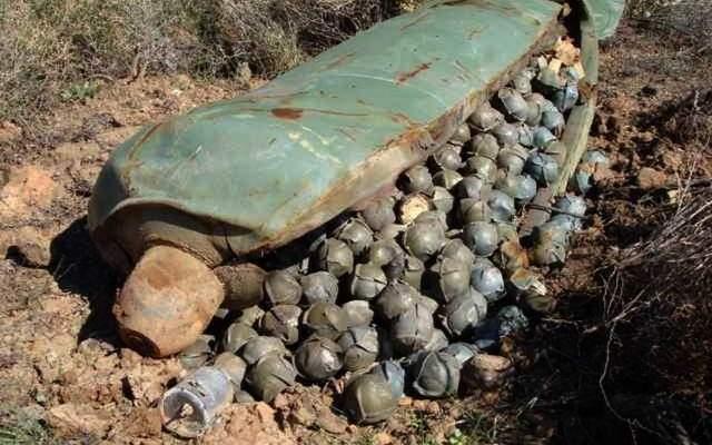 الإصابات مستمرة في الجنوب بسبب القنابل العنقودية ومطالبات بزيادة الدعم للفرق العاملة على نزعها