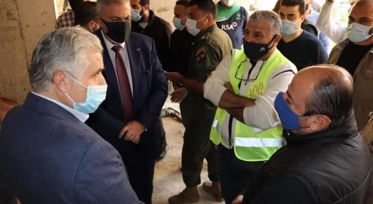 عبود وعيتاني تفقدا المبنى المتضرر في ابو شاكر وسوق الخضار بالمفرق في أرض جلول
