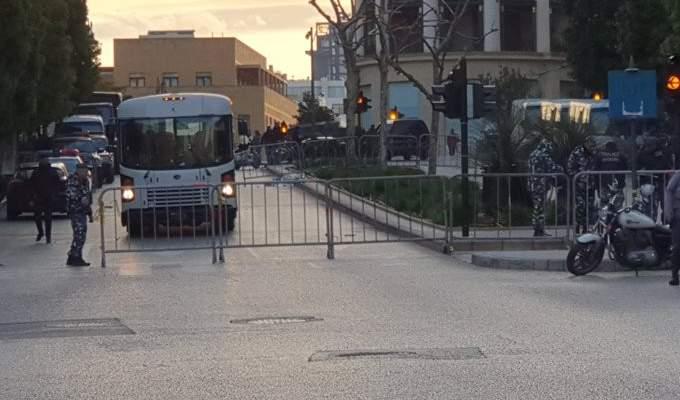 ارتفاع حدة المواجهات بين المتظاهرين وقوة مكافحة الشغب في محيط مبنى النهار