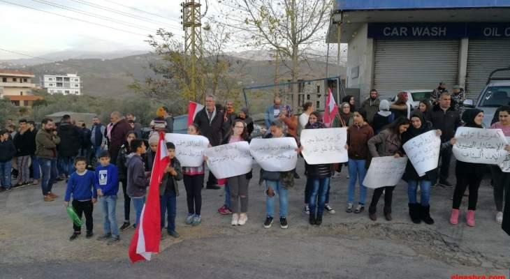 النشرة: محتجون بحراك حاصبيا والعرقوب ومرجعيون نظموا مسيرة راجلة تنديدا بالإهمال في المنطقة