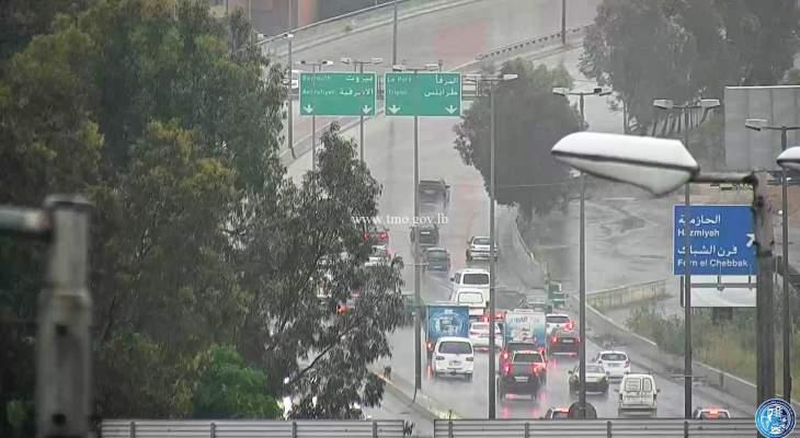 تصادم بين 4 مركبات داخل نفق المطار باتجاه بيروت وحادث مروري على أوتوستراد الصياد