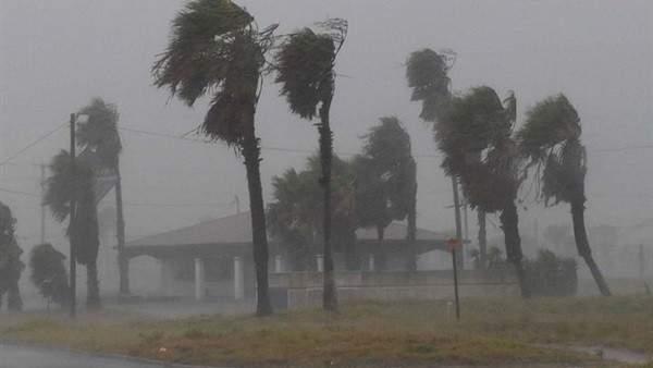 """إعصار """"شانتو"""" يضرب الفلبين والسلطات تجلى المئات من المواطنين"""