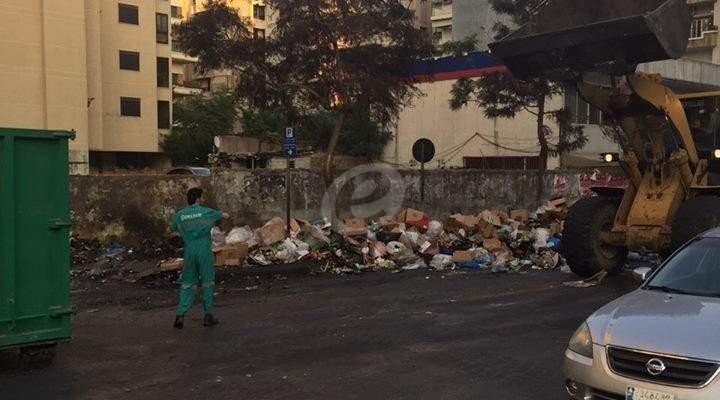 النشرة: معدات شركة جهاد العرب تعاون سوكلين برفع النفايات من بيروت