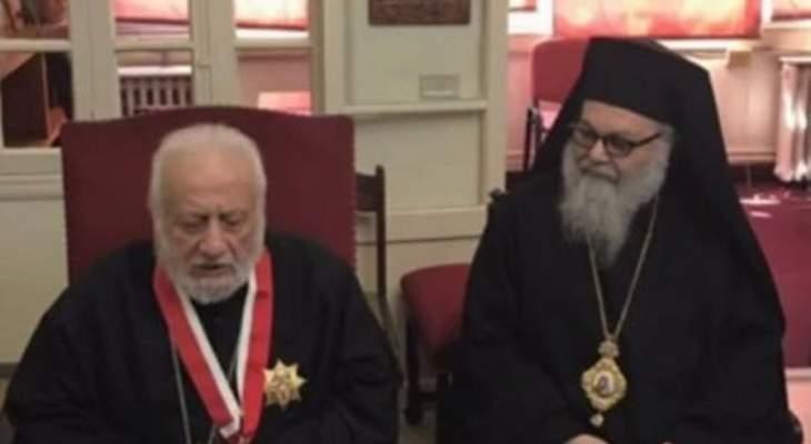 يازجي قلد خضر وسام القديسين بطرس وبولس من رتبة كومندور كبير
