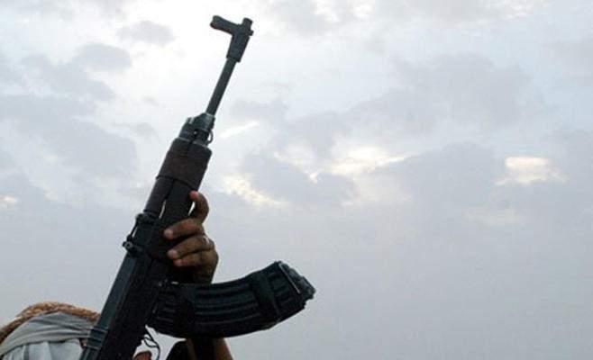 النشرة: عنصر بفتح أطلق النار بالهواء في مخيم عين الحلوة احتجاجا على عدم قبض راتبه