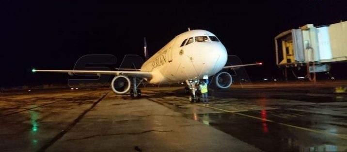 وصول أول طائرة إلى مطار حلب من بيروت بعد استئناف العمل فيه عقب توقف لشهور بسبب كورونا