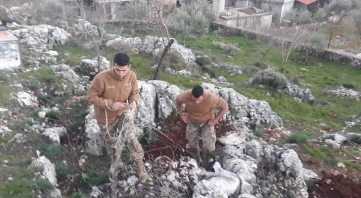 النشرة: عناصر الجيش اللبناني تفجر قنبلة عنقودية ببلدة سحمر في البقاع