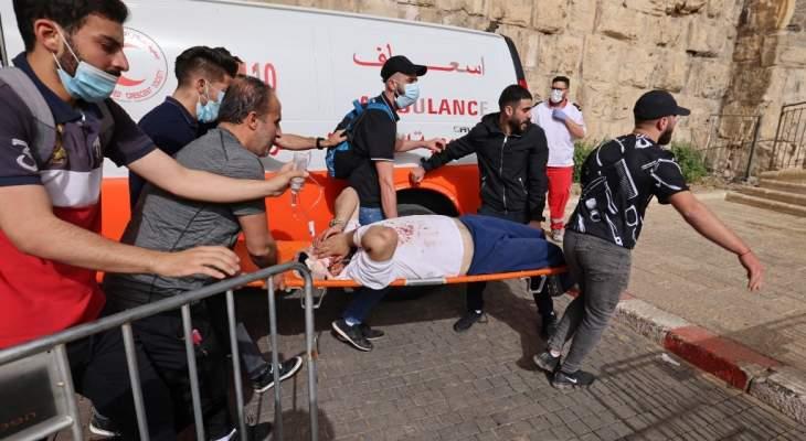 AFP: عشرات الجرحى خلال المواجهات بين فلسطينيين والشرطة الإسرائيلية بالمسجد الأقصى