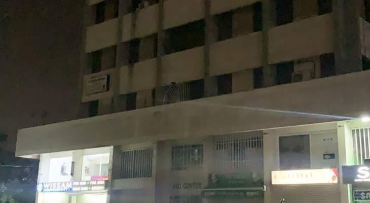 الجيش أخرج عددا من الشبان من المبنى المطوق في جل الديب