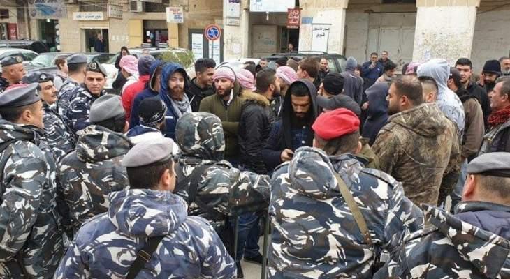 إشكال بين متظاهرين والقوى الأمنية أمام سرايا حلبا