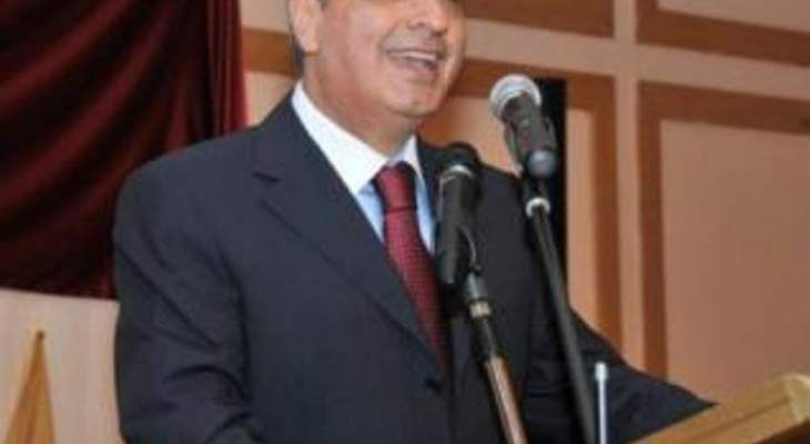 عبد العزيز: الحريري متمسك بتأمين المال للسلسلة لأن لا تراجع عنها