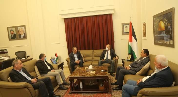 وفد من الحزب الاشتراكي واللقاء الديمقراطي زار سفارة فلسطين متضامنا