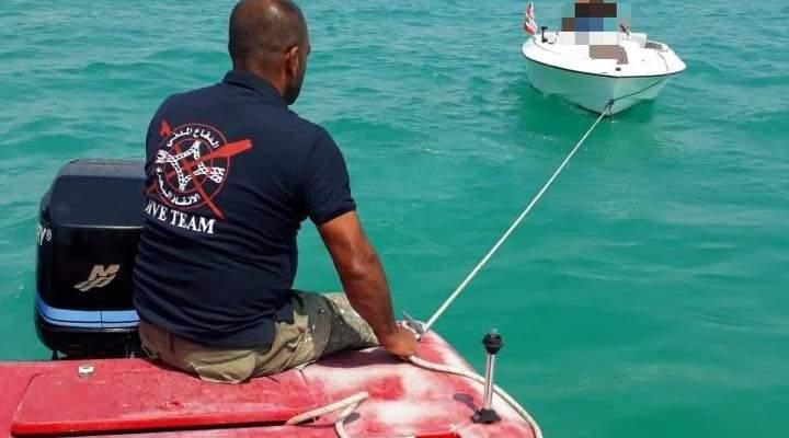 الدفاع المدني: سحب زورق سياحي على متنه شخصين إلى ميناء صور بعد تعطل محركه