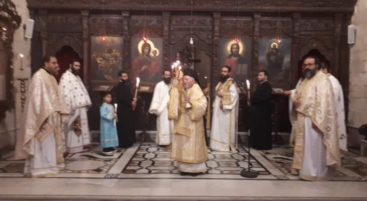 راعي أبرشية تشيلي ترأس قداسا بكنيسة سيدة البلمند: يجب أن نقوم بأعمال خير وتضحية