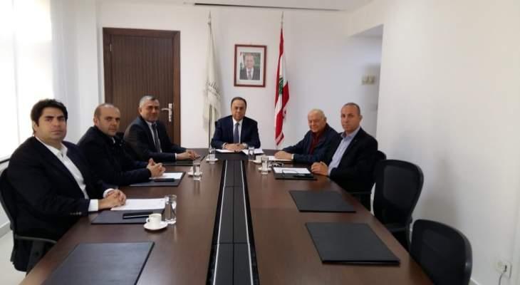 بطيش عرض مع وفد من النقابة اللبنانية للدواجن واقع قطاع تربية الدواجن