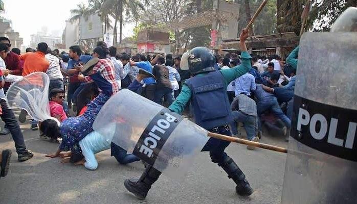 إصابة 10 أشخاص في بنغلادش خلال مواجهات بين الشرطة والمتظاهرين