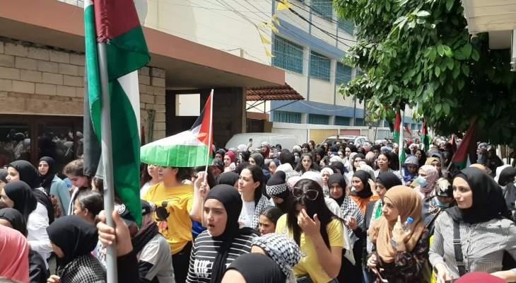 مسيرة لحركة فتح وأهالي مخيم البص تضامنا مع فلسطين واستنكارا للمجازر الإسرائيلية