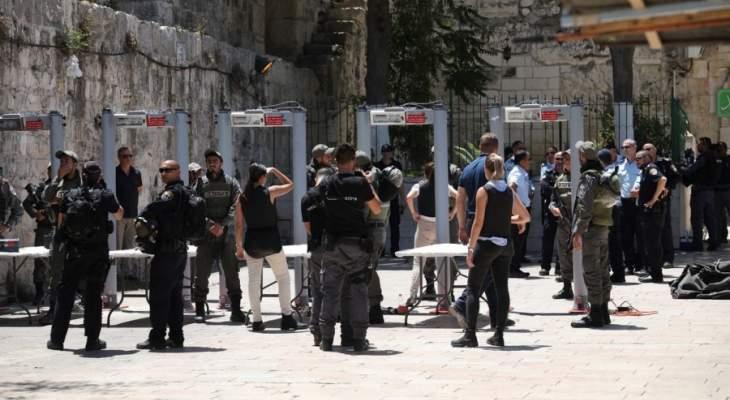 توتر بالمسجد الأقصى بعد محاولة الشرطة الإسرائيلية منع إقامة صلاة العيد