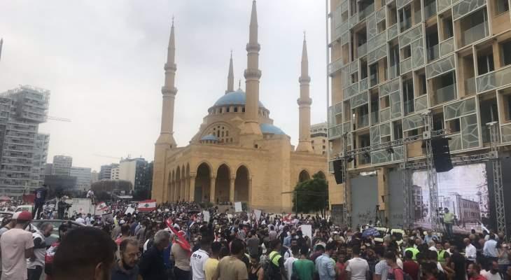 مجموعات من الحراك تتجمع بساحة الشهداء تمهيدا لتظاهرة تجوب شوارع بيروت للمطالبة بحكومة اختصاصيين