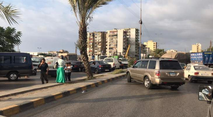 محتجون يقطعون طريق البداوي عند مفرق المنكوبين