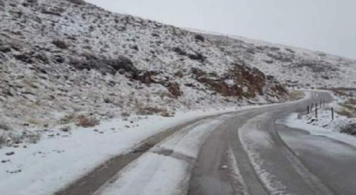 التحكم المروري: طريق فاريا سالكة للمركبات المجهزة بسلاسل معدنية