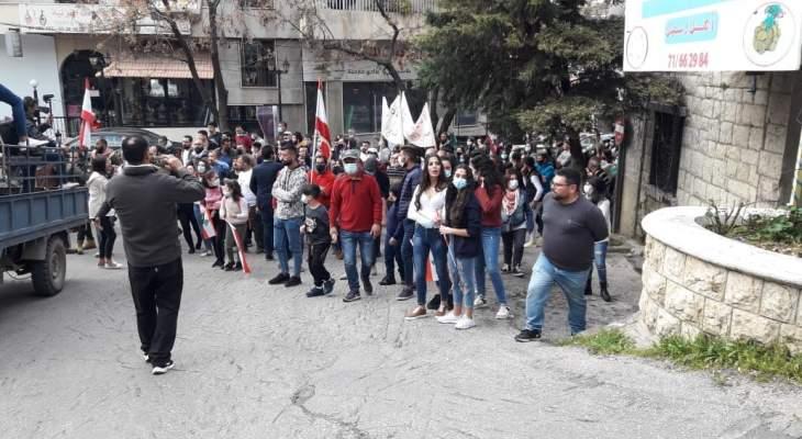النشرة: اعتصام في وسط حاصبيا احتجاجا على تردي الاوضاع الاقتصادية