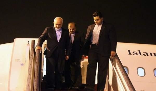 ظريف وصل إلى إسلام أباد تمهيدا للقاء كبار المسؤولين الباكستانيين