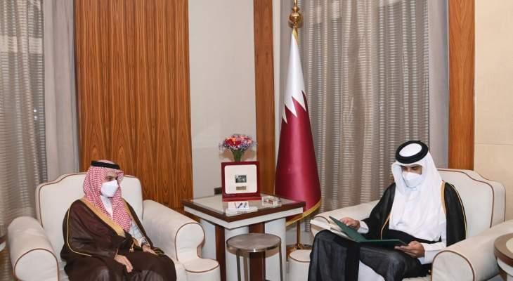 أمير قطر تسلم رسالة خطية من ملك السعودية تتضمن دعوة لزيارة الرياض