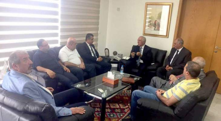 زعيتر: الاتصالات مع المصريين اثمرت اتفاقاً على استيراد التفاح من لبنان