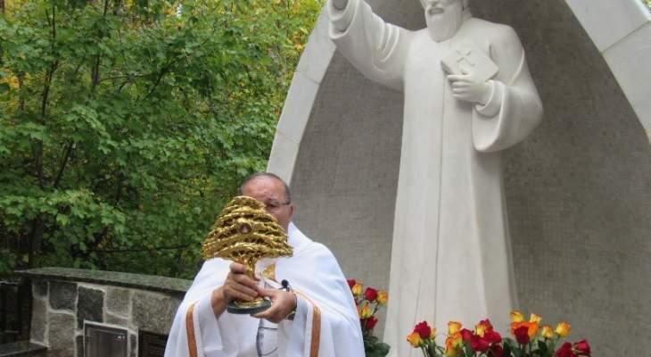 عيلة مار شربل بأميركا احتفلت بالذكرى الـ3 لتدشين مزار القديس هناك