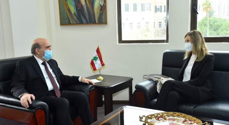 وهبة عرض مع سفيرة ايطاليا العلاقات الثنائية والتقى سفير تشيلي في زيارة وداعية