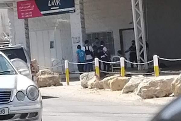 دورية من أمن الدولة جالت على محطات المحروقات في الضنية منعا لاحتكار البنزين والمازوت