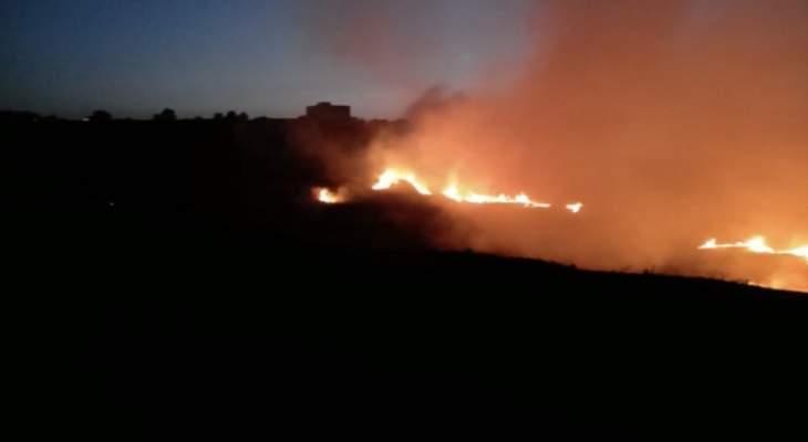 حريق كبير في قرية الباردة عكار والنيران اقتربت من المنازل