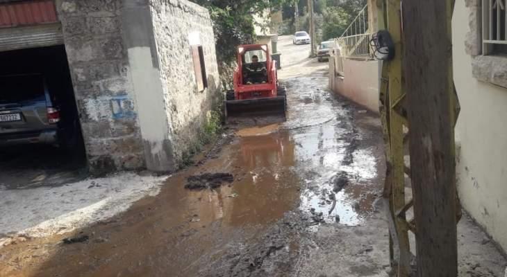 الدفاع المدني: جرف أتربة وفتح طرقات كانت قد أغلقتها السيول في عكار العتيقة