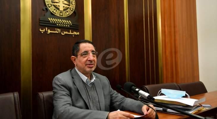 الحاج حسن بحث مع حواط في موضوع احتكار بطاقات تشريج الخطوط مسبقة الدفع