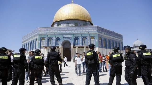 سبوتنيك: القوات الإسرائيلية تقتحم غرفة الأذان وتقطع أسلاك مكبرات الصوت بالمسجد الأقصى