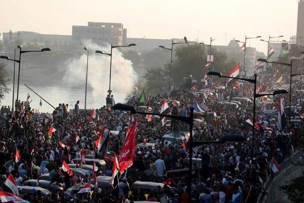الإندبندنت: الاحتجاجات تقوّض سلطة النخبة السياسية الفاسدة حول العالم