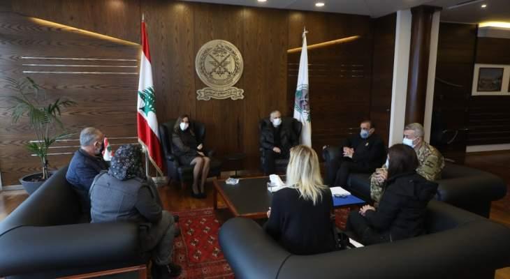 عكر استقبلت لجنة أهالي شهداء المرفأ: لعدم تضييع الوقت لأنها قضية وطنية
