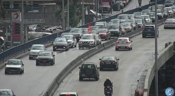 تصادم بين سيارتين على جسر الكولا باتجاه نفق سليم سلام