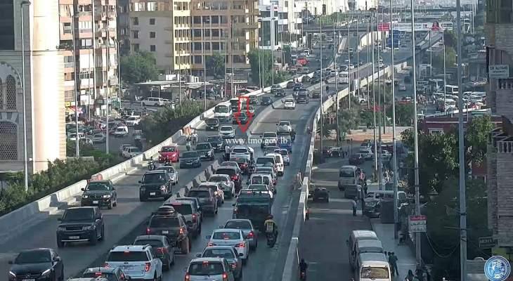 تصادم بين 3 سيارات على جسر الكولا باتجاه المدينة الرياضية والاضرار مادية