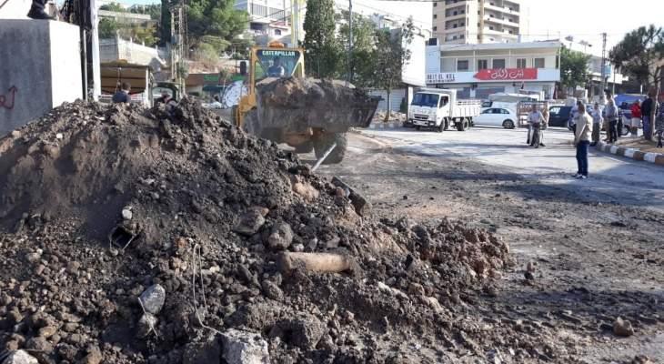 النشرة: الجيش بدأ بفتح طرقات كفررمان