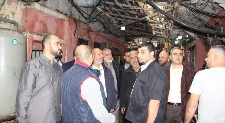 وفد قيادي من حماس قادم من غزة يجول على المخيمات الفلسطينية في بيروت
