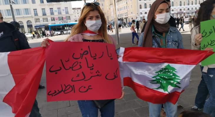 وقفة تضامنية للبنانيين في فرنسا وإيطاليا وأوكرانيا للمطالبة بتطبيق الدولار الطالبي
