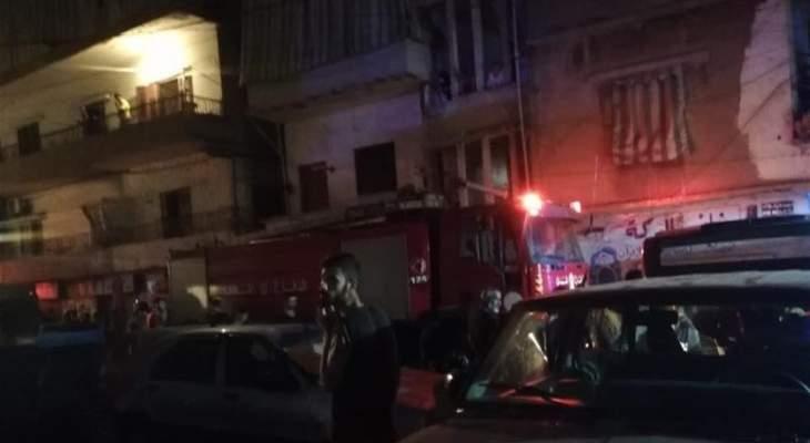 حريق داخل مبنى في حي السلم والدفاع المدني يخليه بسبب انتشار الدخان