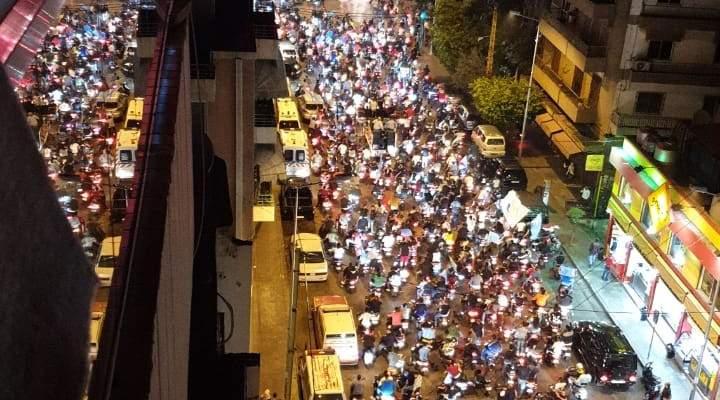مسيرات داعمة للحريري تجوب شوارع قصقص والبربير والطريق الجديدة وعائشة بكار